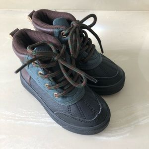 NWOT Comphies baby boots